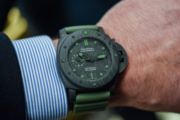 Panerai Submersible Marina Militare Carbotech PAM00961 (Including a Unique Experience in the Box)