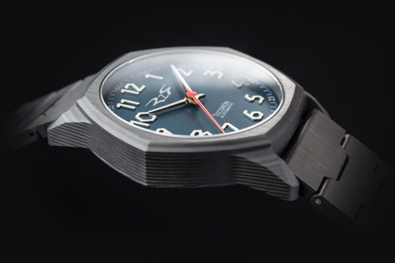 RzR Tecorón, an Affordable Watch Almost Entirely Made of Carbon Fibre
